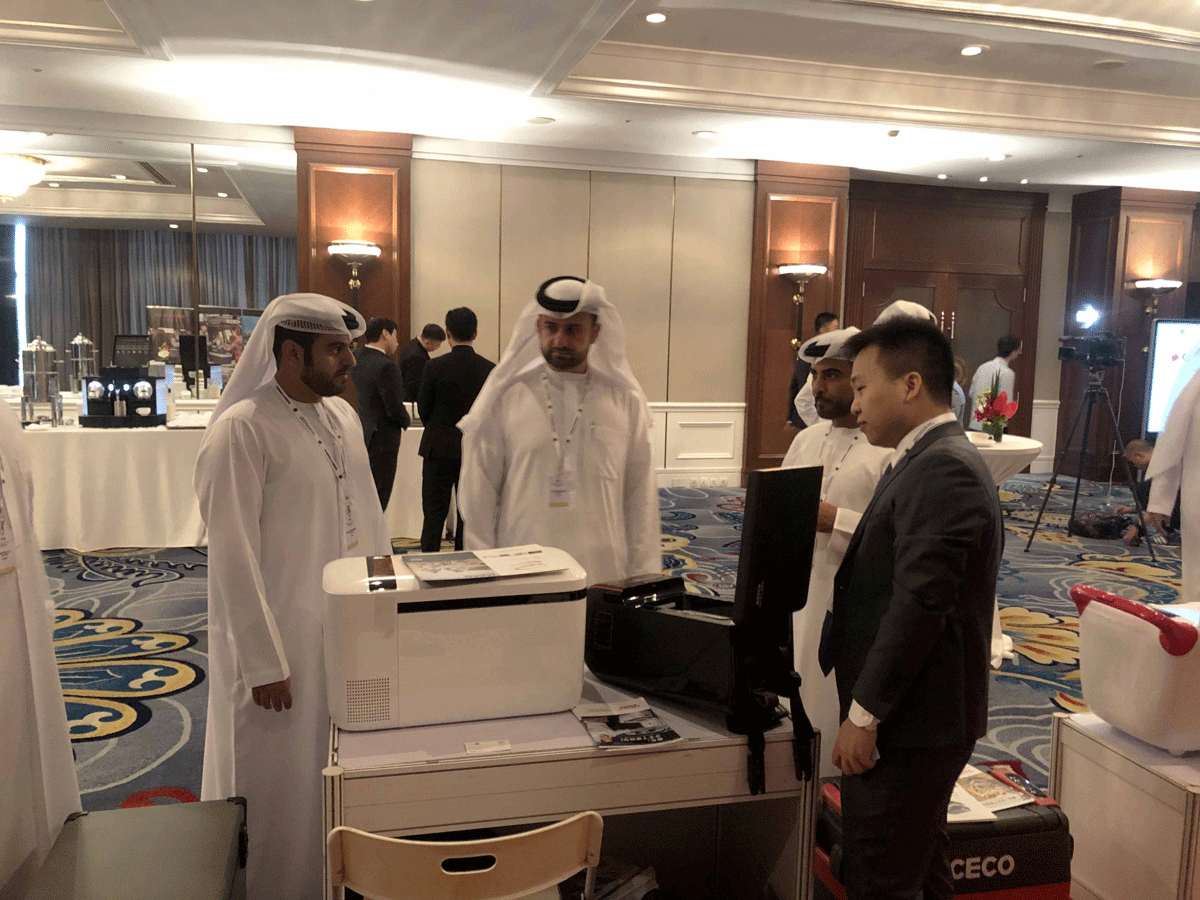 阿联酋嘉宾参观英得尔车载冰箱